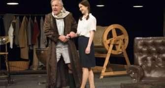 Garderobiér v Divadle Bez zábradlí: pocta divadlu, herectví i lidem ze zákulisí