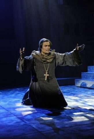 Martin Růža jako páter Lorenzo