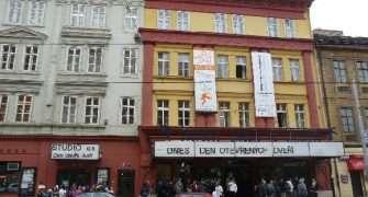 Švandovo divadlo zve do zákulisí. Prohlídka bude ve znamení Krakatitu