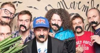 Eddie Stoilow zpívají hymnu pro letošní Movember