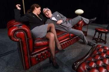 Dana Morávková a Karel Heřmánek v představení Jistě, pane premiére