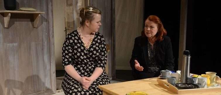 Na mělčině: originální komedie s Ivou Janžurovou v hlavní roli