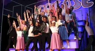 Muzikál Pomáda přichází na scénu Divadla Kalich