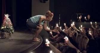 Simona Stašová dostala za svou životní roli Shirley Valentine speciální dort s 500 svíčkami