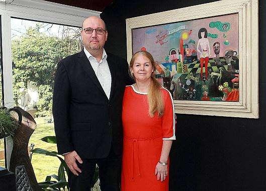 Manželé Hejtmánkovi s obrazem Rozejděte se!!! J. Hlinomaze