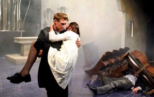 Jacob Erftemeijer s Denisou Barešovou v inscenaci Bratr spánku