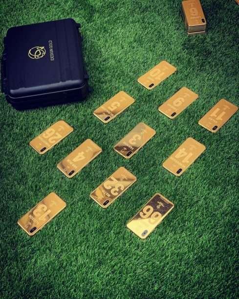 Fotbalisté Liverpoolu vyfasují zlaté iPhony