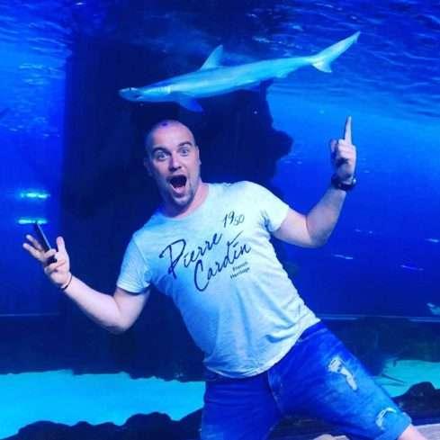Luboš Krmenčík ve slavném dubajském akváriu