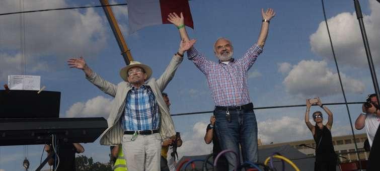 Jaroslav Uhlíř a Zdeněk Svěrák při demonstraci na Letné