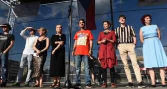 Demonstrace na Letné 2019. Dorazily i celebrity, mezi nimi Banga, Babčáková, Svěrák nebo Klus