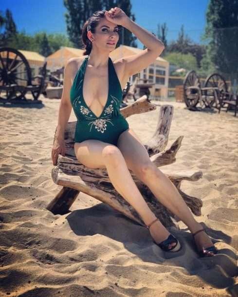 Eva Decastelo v plavkách