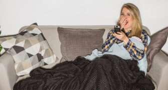 Usínání u televize zvyšuje riziko obezity