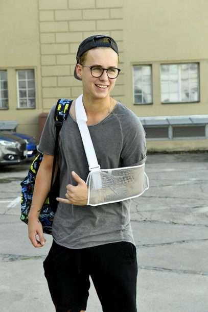 Vojta Drahokoupil se zraněnou rukou