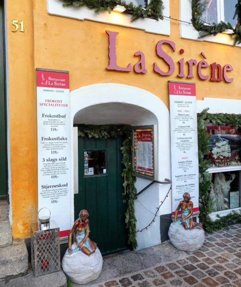 Do restaurace La Sirène lákají hned dvě malé mořské víly