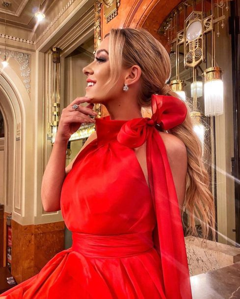 Influencerka Dominika Myslivcová vsadila na červenou. A vyšlo jí to!